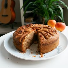 Autumn cake with apples, nuts and cinnamon - Julie Gri& recipes- Easy Smoothie Recipes, Easy Smoothies, Good Healthy Recipes, Sweet Recipes, Snack Recipes, Healthy Smoothie, Buffet, Avocado, Fall Cakes