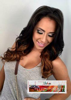 El maquillaje te permite experimentar con tu mirada. Puedes utilizar colores oscuros, pestañas postizas, etc. Atrévete y permítenos Resaltar la luz que vive en ti... #vivaelcolor #makeup #myvishnulook #pty #style #amamosloquehacemos #om 🕉