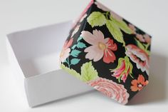 Make a big dramatic statement with little DIY paper boxes. Make one out of wrapping paper, an old magazine, sheet music or a even a discarded picture book from the library. box How to Make a Small Paper Box Diy Gift Box, Paper Gift Box, Diy Box, Paper Gifts, Paper Boxes, Diy Paper Box, Diy Wrapping Paper, Paper 53, Origami Box