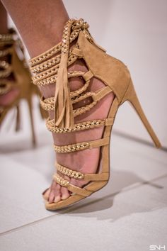 Check out the gold accent on this ShoeDazzle heels! This is one sexy, laced-up heels. Fashion blogger | Style blogger | Fall style | Fall fashion | African | Black girl