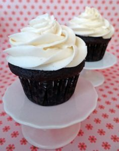 chocolate cupcake with crispy magic frosting