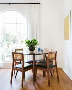 How to Style Your Dining Table for Everyday Living - Emily Henderson Dining Room Paint Colors, Dining Room Art, Family Dining Rooms, Dining Nook, Dining Room Chairs, Living Room, Family Room, Dining Room Table Centerpieces, Dining Tables