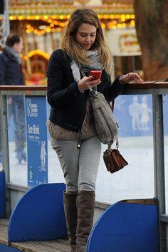 Jessica Alba using her red Nokia Lumia 920 Windows Phone 8 in London (Dec. 4th, 2012).