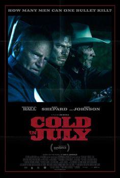 Frío en julio es la historia de como le cambia la vida a Richard (Michael C. Hall) cuando mata a un hombre que entraba a robar a su casa.