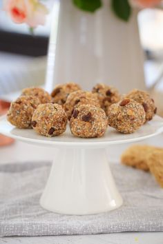 These Healthy Weet-Bix Balls with medjool dates, honey, coconut, chia seeds and sultanas are super easy to make and take only 10 minutes to prepare. Healthy Snacks, Healthy Recipes, Healthy Mummy, Savory Snacks, Healthy Sweets, Healthy Kids, Lunch Box Recipes, Snack Recipes, Kos