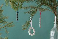 Askartele joulukoristeet lasten kanssa: Helpot puupallokoristeet   K-ruoka #joulu Christmas Diy, Xmas, Christmas, Navidad, Noel, Homemade Christmas, Natal, Diy Christmas