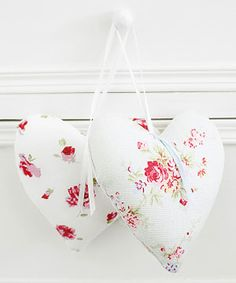 Hanging fabric hearts to sew  - Sewing projects for fabric scraps - Craft - allaboutyou.com