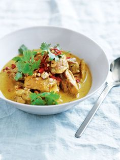 chicken and cashew massaman curry from donna hay (Chicken And Potato Recipes) Indian Food Recipes, Asian Recipes, Healthy Recipes, Donna Hay Recipes, Curry Recipes, Potato Recipes, Cashew Chicken, Main Meals, Chicken