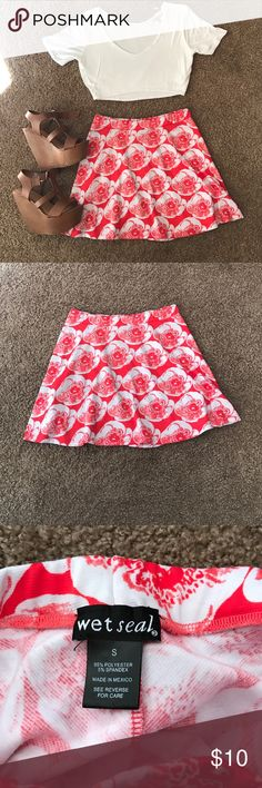 Floral Print Skirt Coral pink & white floral print dress. Never worn. NWOT. Super cute spring/ summer look. Perfect condition. Zero imperfections.                                            🚫 NO TRADES OR PAYPAL 🚫 Wet Seal Skirts Circle & Skater