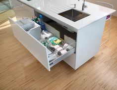 Sink units    Making the most of all the space     Each detail counts when we want to gain capacity: the opening in the back of the upper drawer makes it possible to avoid the drainpipe when the drawer is closed. Thanks to this we gain a valuable and useful space.