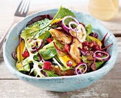 Green salad with chicken and mango