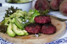 Yummy beetroot and rosemary beef burgers with fennel, cucumber and avocado salad. Great value meal for families.