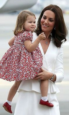 July 17, 2017: The Duke and Duchess of Cambridge Prince William and Kate decided to bring their children, Princess Charlotte and Prince George on tour with them to Poland and Germany. Here Kate and Charlotte.. Arrival Warsaw, Poland.. Photo: Getty Images (via Hello!)