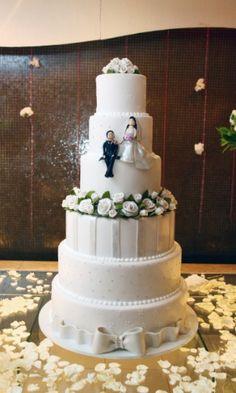 Veja como investir em um bolo rosa sem deixar o casamento cafona - BOL Notícias