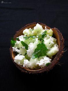 CO POTREBUJETE:     salatovu uhorku   cerstvy struhany kokos   sol     na Tadka:   olej (kokosovy alebo rastlinny)   horcicne semie...