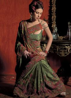 Stylish Indian Saree Blouse Designs - Trendy Blouse Patterns to look traditional yet fashionable. Latest Sari blouse designs worn by celebrities. Indian Dresses, Indian Outfits, Teal Dresses, Indian Attire, Indian Clothes, Indian Wear, Bridal Dresses, Wedding Gowns, Sari Bluse