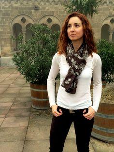 Artisara vegan scarf LEAFS IN FALL, made of 100% cotton, made in Europe. www.artisara.com
