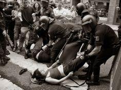 El inicio de la crisis en España en 2008 trajo consigo la imposición de medidas de austeridad que desembocaron en una oleada de protestas. La respuesta del Gobierno a las protestas ha sido, en gran parte, represiva: abuso de las sanciones administrativas impuestas a los manifestantes y uso excesivo de la fuerza que la policía ha empleado contra ellos.. http://eccokafkiano.blogspot.com.es/2014/05/el-derecho-protestar-peligra-en-espana.html