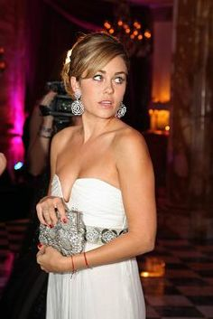 have always been obsessed with the #neckline of LC's gown she wore in paris