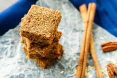 Healthy Snacks For Kids Apple Cinnamon Energy Bars - Easy apple cinnamon energy bars that mix up quickly and are a hit with the kids - plus you can be happy they get a healthy snack that will keep them going! Healthy Fruits, Healthy Snacks For Kids, Healthy Eating, Healthy Food, Vegan Dessert Recipes, Snack Recipes, Healthy Recipes, Energy Bars, Energy Snacks
