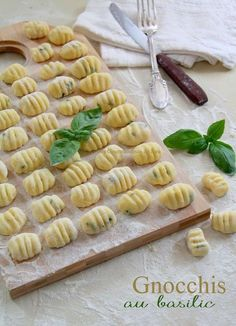 Gnocchis au Basilic - Les Gourmandises de Lou - Expolore the best and the special ideas about Italian wine Yummy Veggie, Yummy Food, Wine Recipes, Pasta Recipes, Italian Christmas Cookie Recipes, Italian Pastries, Weird Food, International Recipes, Food Inspiration