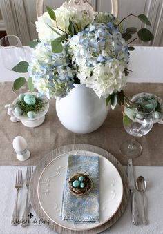 Spring Tablescape Featuring Hydrangeas and Shades of BlueYou can find Easter table and more on our website.Spring Tablescape Featuring Hydrangeas and Shades of Blue Blue Table Settings, Easter Table Settings, Diy Centerpieces, Centrepiece Ideas, Easter Centerpiece, Deco Table, Spring Home, Tablescapes, Photos