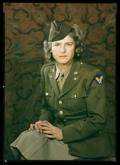 © J.C.A. Redhead, Kodachrome portraits of Margaret Bourke White, c. 1943, SSPL - She was the only foreign photographer in Moscow when German forces invaded. Taking refuge in the U.S. Embassy, she then captured the ensuing firestorms on camera.  As the war progressed, she was attached to the U.S. Army Air Force in North Africa, then to the U.S. Army in Italy and later Germany. She repeatedly came under fire in Italy in areas of fierce fighting. #colorphotography #margaretbourkewhite