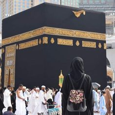 No photo description available. Arab Girls Hijab, Muslim Girls, Muslim Couples, Mecca Islam, Mecca Kaaba, Hijabi Girl, Girl Hijab, Chicas Dpz, Muslim Images