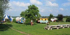 In het Boheems Paradijs beleef je het zigeunergevoel en slaap je als Pipo in onze 13 woonwagens (ook wel genoemd pipowagen).  www.vakantieplaats.nl