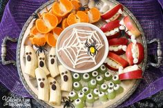 Halloween Fruit Snack...Kids will love this Spooky & Healthy Snack and this is SO easy to make!