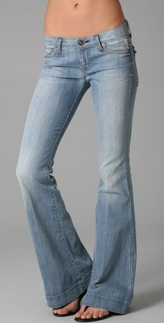 LOVE a good pair of flared jeans!
