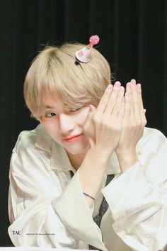 Read from the story :: Candy ♥ KV :: by Kookiegoolden (❀::Rose::❀) with reads. TaeHyung y JungKook esperaban sentad. Bts Taehyung, Jimin, Bts Bangtan Boy, Daegu, K Pop, V Bts Cute, I Love Bts, V Cute, Billboard Music Awards