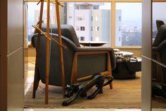 Sala de estar. Escultura e poltrona