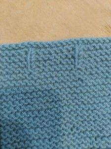 En esta entrada te enseñamos 7 formas de remate para prendas de bebé para tejer a dos agujas, creando contraste con el punto bobo.