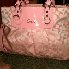 Coach Factory Outlet handbags at our cheap Coach Factory Outlet Usa store tends to be popular with those are crazy about latest fashion. Discount Coach Bags, Coach Bags Outlet, Cheap Coach Bags, Coach Handbags, Coach Purses, Purses And Handbags, Fashion Bags, Fashion Handbags, Runway Fashion
