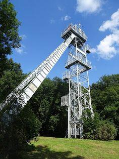 Ranzinger Vince kilátó  Elhelyezkedése: Csúcsos-hegy, Tatabánya  Épült: 1980. (Felújítva: 2008.)  Tengerszint feletti magasság: 400 méter  Megközelítés: A Tatabánya felett őrködő Turul emlékműtől É-felé indulva előbb a piros sáv, majd a piros háromszög útmutatását követve érhetünk el az egykori aknatoronyhoz.  Látogathatóság: Egész évben szabadon látogatható. Building, City Landscape, Budapest, Hungary, 19th Century, Monuments, Europe, Buildings, Construction