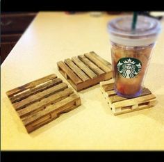 ((im going to be eating alot of popsicles))Popsicle sticks & hot glue gun - mini pallet coasters. Cute Crafts, Crafts To Do, Kids Crafts, Creative Crafts, Yarn Crafts, Mini Bases, Diy Projects To Try, Craft Projects, Pallet Projects