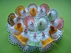 Hens of Easter crochet - Free Instructions - Crochet Spiration Crochet Motif, Knit Crochet, Crochet Patterns, Crochet Gratis, Free Crochet, Easter Crochet, Line Patterns, Repeating Patterns, Hens