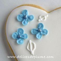 Les délices de Plume: tutoriel biscuits fleurs d'hortensia dans le n°3 du magazine Cake Design France #biscuits #cakedesignfrance #cakedesign #hortensia