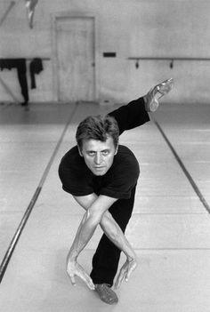 Ferdinando Scianna USA, Florida, White Oak: Mikhail BARYSHNIKOV in a schooldance