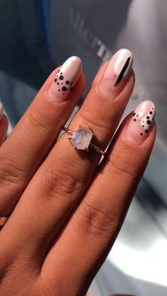 Nail Art Designs Videos, Gel Nail Art Designs, Minimalist Nails, Nail Swag, Dot Nail Art, Abstract Nail Art, Deer Nails, Acryl Nails, Kawaii Nails