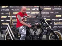 Blåkläder presenteert in samenwerking met Victory Motorcycles en Sweden Rock Festival dé ultieme Heavy Metal motorfiets tijdens Sweden Rock Festival in Zweden; de Victory Highball gesigneerd door de 10 beste Heavy Metal Bands van Sweden Rock!