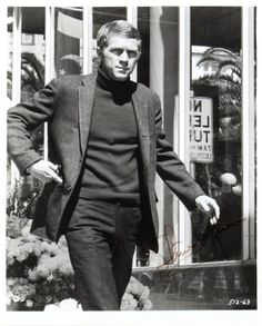 One of my favorite people to look at and a bonus were his movies. --Steve McQueen in Bullit wearing turtleneck sweater. The quintessential McQueen role. Steve Mcqueen Bullitt, Steeve Mcqueen, Steve Mcqueen Style, Ali Mcgraw, Actrices Hollywood, Beatnik, Norma Jeane, Before Us, Classic Man