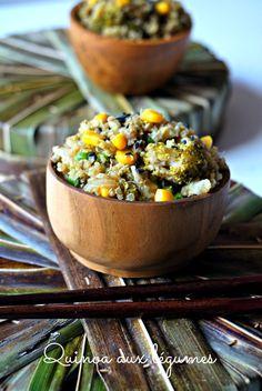 """Une recette de plat complet et IG bas, le quinoa aux légumes façon """"riz frit"""" . Une recette bien plus saine mais toute aussi bonne :)"""
