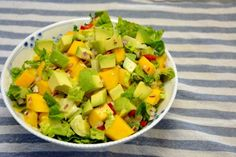 Mangosalat Salad Menu, Salad Dishes, Easy Salad Recipes, Easy Salads, Healthy Recipes, Crab Stuffed Avocado, Cottage Cheese Salad, Mango Salat