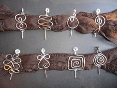 scarf pins .... make these please, Danielle broches