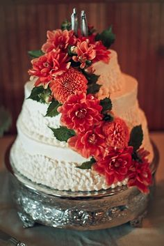 Dahlias season wedding cakes