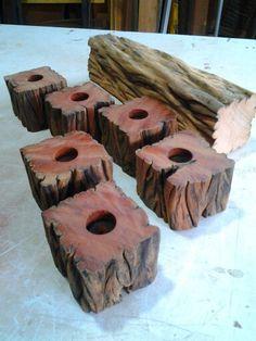 Castiçais rústicos em madeira de demolição acabamento em óleo de fritura reaproveitado