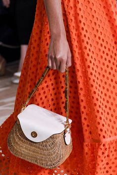 Spring 2017 Bag Trends From Runway - Best Spring and Summer Handbags Summer Handbags, Mk Handbags, Summer Bags, Luxury Handbags, Spring Summer, Designer Handbags, Bags 2017 Trends, Mode Blog, 49er