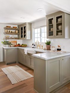 This Jenni Kayne Lake House Was Designed Entirely Around the Views - - The once dated and dark property is now an airy and open home where every decision was framed around the views. See how Jenni Kayne transformed this lake house. Modern Farmhouse Kitchens, Home Kitchens, Remodeled Kitchens, Cottage Kitchens, Lake House Kitchens, Small Farmhouse Kitchen, Renovated Kitchen, Grey Kitchens, Country Farmhouse